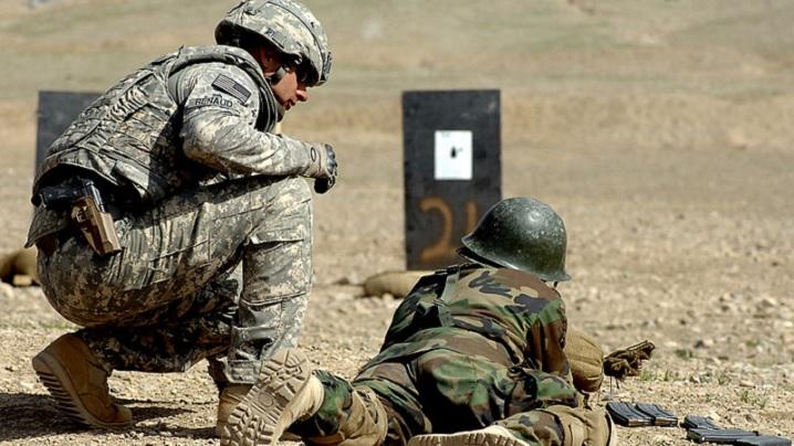 Armata SUA: Militarii care nu se mai identifică cu genul masculin vor putea folosi toaletele, duşurile şi vestiarele femeilor
