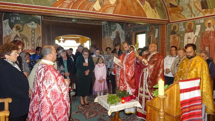 """Foto: Sărbătoare jubiliară la Schitul """"Sfânta Cruce"""" Stânceni"""