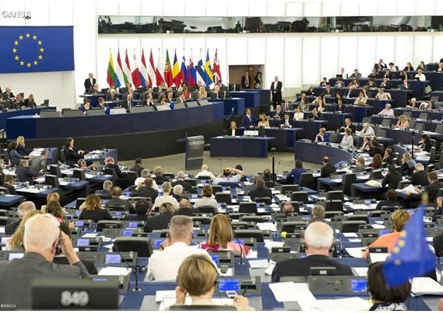 Papa Francisc va efectua o vizită la Parlamentul European și la Consiliul Europei