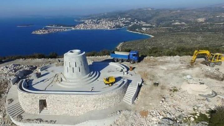 Statuie înaltă de aproape 20 de metri în cinstea Preasfintei Fecioare