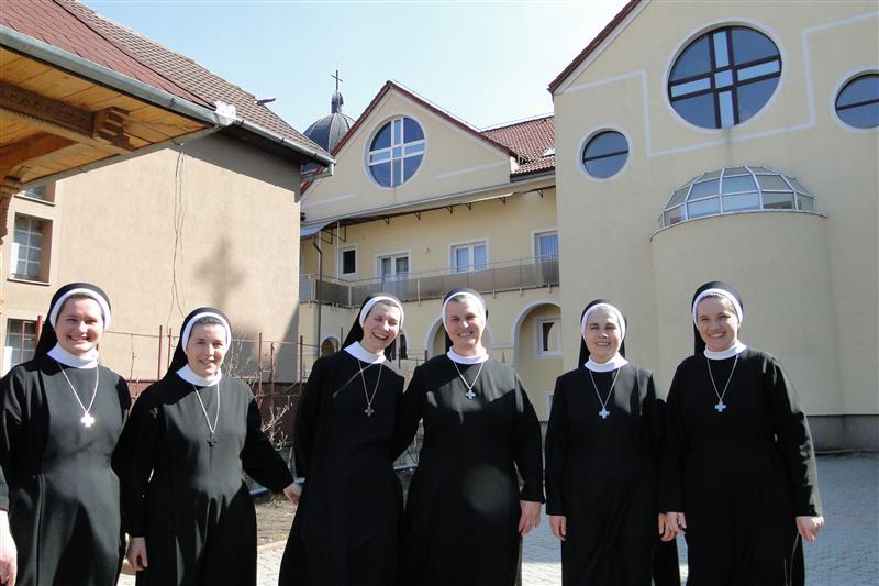 Surorile baziliene, călugăriţele de cartier