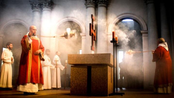 De ce folosește Biserica tămâie în celebrări?