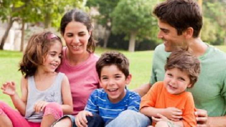 Copiii și tatăl ocupat