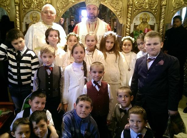 FOTO: Parohia greco-catolică Teiuş îmbrăcată în straie de sărbătoare