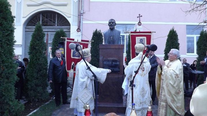 FOTO: Liturghie Arhierească și sfințire de bust la Teiuș