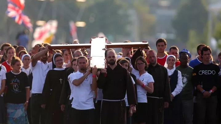 Tineri, fiți protagoniști în slujire: papa Francisc, la Via Crucis de la Cracovia