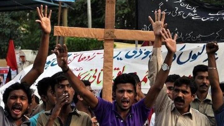 """Creștin de 16 ani acuzat de blasfemie în Pakistan: """"Condamnați-l sau îl vom ucide"""""""