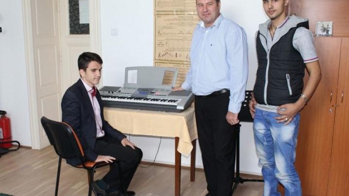 Muzicieni orbi, adevăraţi maeştri în lumea sunetelor