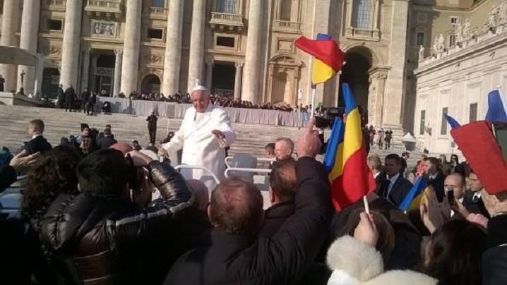 Tricolorul românesc în Piaţa Sfântul Petru