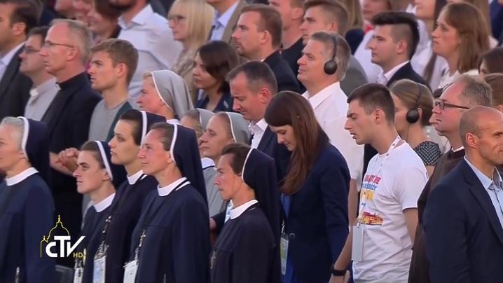 Un milion de tineri se roagă în tăcere pentru fraternitate