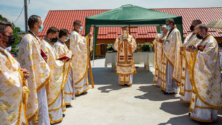 FOTO: Sfințirea locului și a pietrei de temelie pentru noua Biserică Greco-Catolică din Unirea (AB)