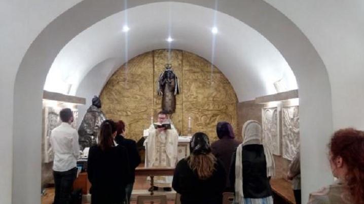 """Sfânta Liturghie celebrată pentru români în Bazilica """"San Pietro"""""""