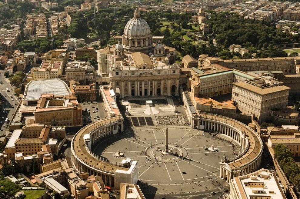 Cât de complexă este legislația Bisericii Catolice ?