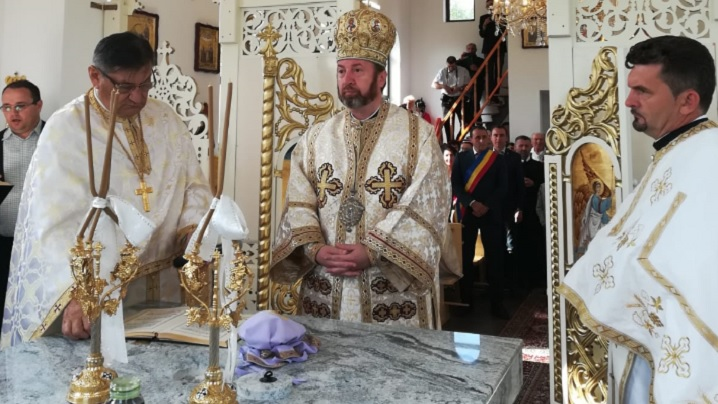 FOTO: Sfințirea bisericii greco-catolice din Visuia